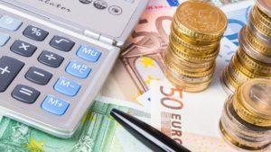 Как рассчитать и заплатить сумму налога по вкладам по новым правилам? Кто это должен сделать?